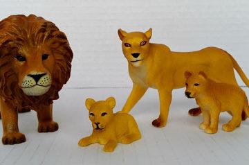 Terra by Battat Lion Family